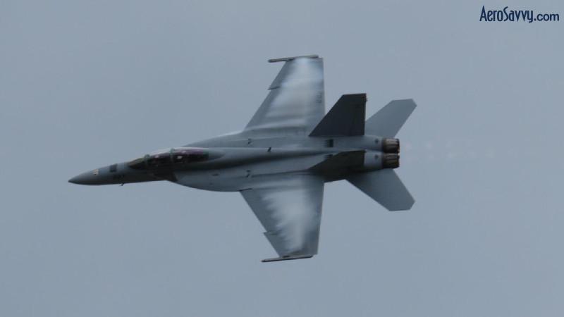 F-18 Hornet - Love those aerodynamic contrails!