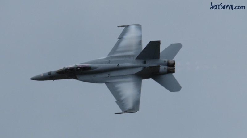 F-18 Hornet - Love those aerodynamic contrails!
